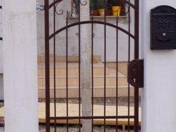 Boros pince kovácsoltvas kétszárnyú bejárati ajtó