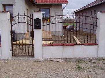 Modern kétszárnyú kapu
